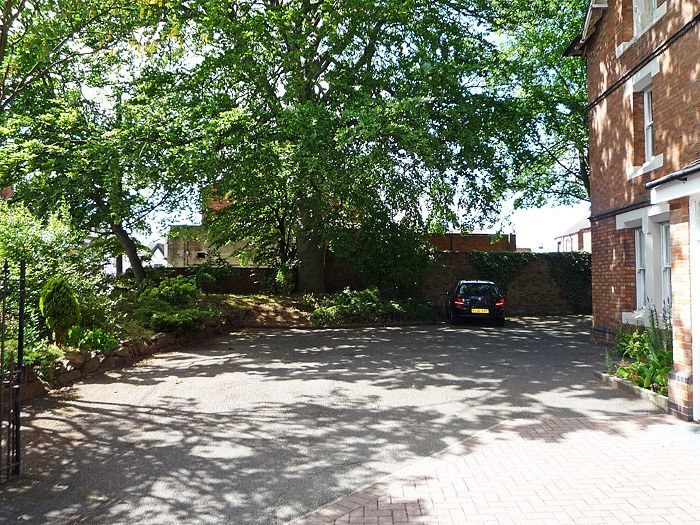 Office to let in leicester with parking